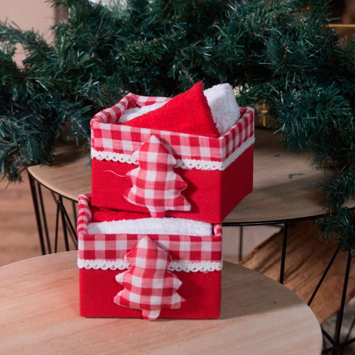 Λαβέτες Σετ 4τμχ Χριστουγεννιάτικες Σε Ξύλινο Κουτί Box 1012 Red-White Teoran Σετ Πετσέτες